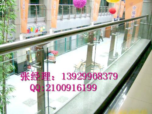 南京不锈钢扶手立柱 不锈钢夹木立柱厂家别墅立柱