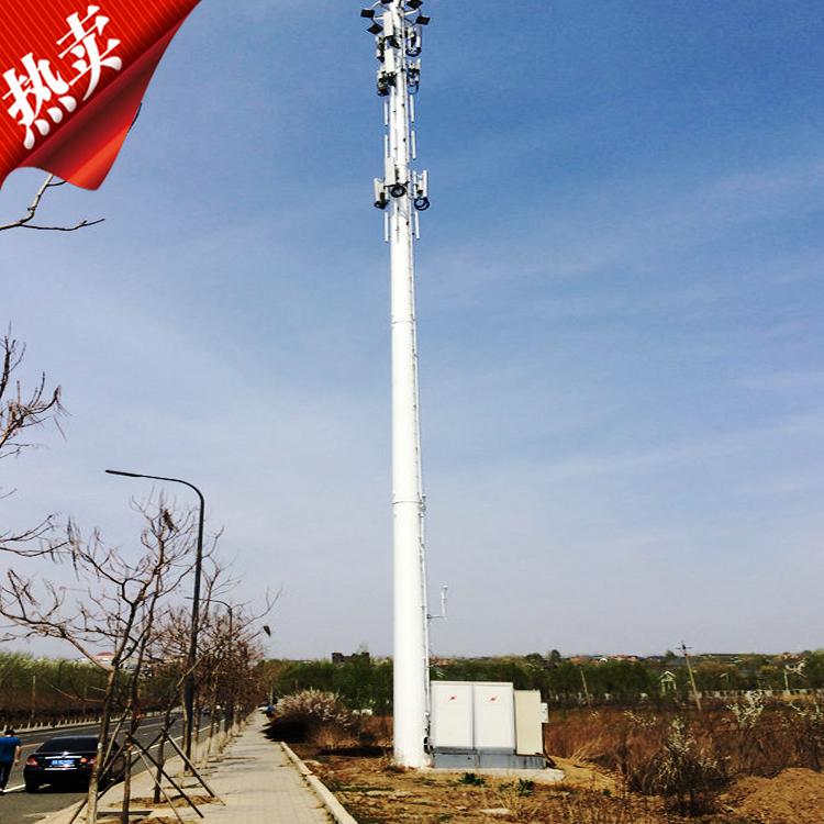 一体化基站,属于通信行业中移动网络基站建设的技术领域,是对传统分列式基站的一次革命,它集塔体、方舱和基础于一身,采用目前国际流行的工业标准化设计和生产模式,预先将综合布线、通信发射和接收设备、空调、保温、照明、监控、馈线窗、防雷、防火、防腐等基站设备设施全部集中的一体化解决方案,其特征在于所述的机房通过设置的机房外框架固定设置于底座,机房外框架上配合设置通信塔。设计合理,整个基站组装方便灵活,无需焊接,全部采用螺栓连接,塔体和机房一体化设计,塔体采用可伸缩结构,可采用动力机构进行单节升降,升降范围为7.5