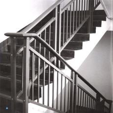 盛世河北锌钢楼梯扶手,锌钢楼梯栏杆,热镀锌楼梯栏杆,锌钢围栏,护栏网,草坪护栏,道路隔离栏