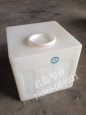 长宽高460*450*430PE80升方形加药桶