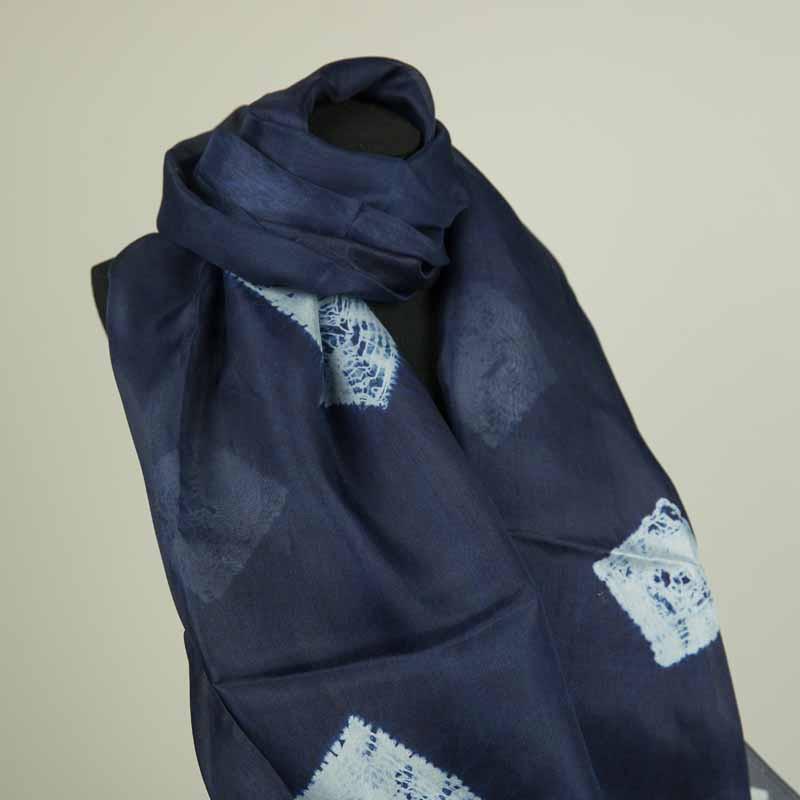 臻隆棉麻丝巾蓝白图案