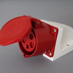 供应 32A工业防水明装插座