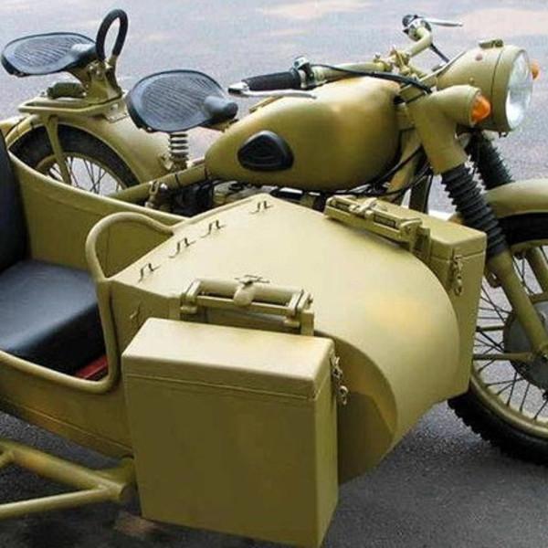 长江750边三轮摩托车仿古沙漠黄