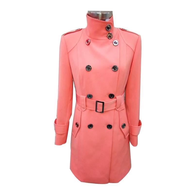 上顺达粉色女性大衣