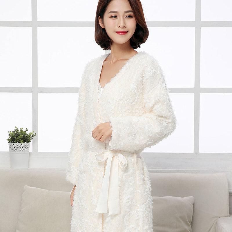 供应 纯净的白色浴袍 高贵不失大气