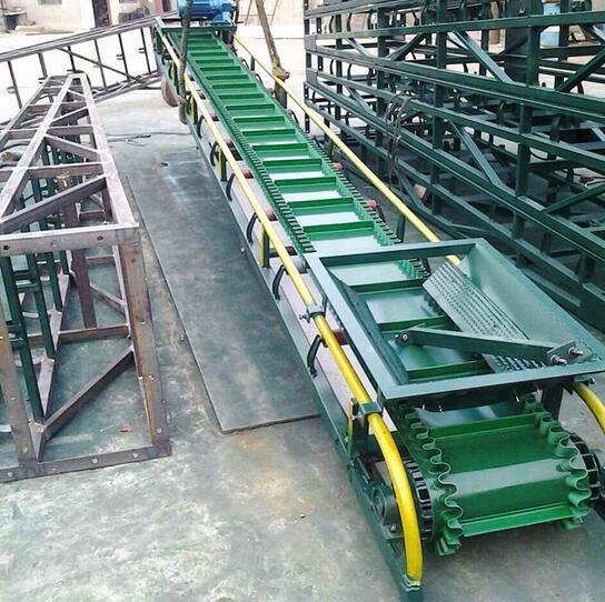 供应 小型化肥爬坡传送机