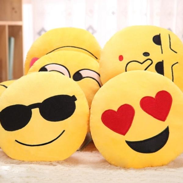 qq表情抱枕公仔毛绒玩具emoji搞怪女生可爱表情包生日礼物男女孩