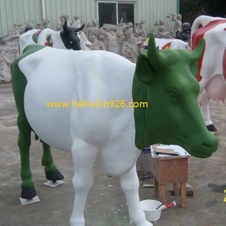广场园林景观仿真牛雕塑 定制玻璃钢动物雕塑厂家