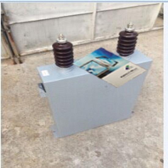 主要技术性能及要求 电容偏差 A. 带通滤波器用:  5% ; B. 高通滤波器用:  7.5%。 介质损耗角正切值tan A. 不带内熔丝的电容器,20下: 对膜纸复合介质: tan0.0012。 对全膜介质: tan0.0005。 B. 带内熔丝的电容器,由购买方与我公司协商确定。 稳态过电压 电容器连续运行电压为1.