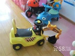 """在交警叔叔手中婴儿车成了""""小抬轿"""""""