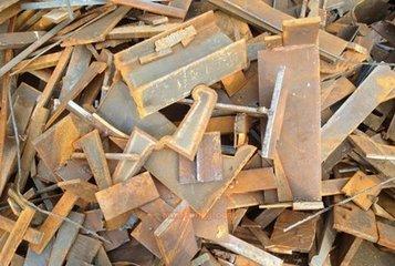轻型废钢入炉新举措,轧钢倒运废钢抢时间
