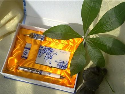 上乘青花瓷礼品优盘套装 西安新款陶瓷优盘定做 西安青花瓷钢笔+优盘+充电宝套装