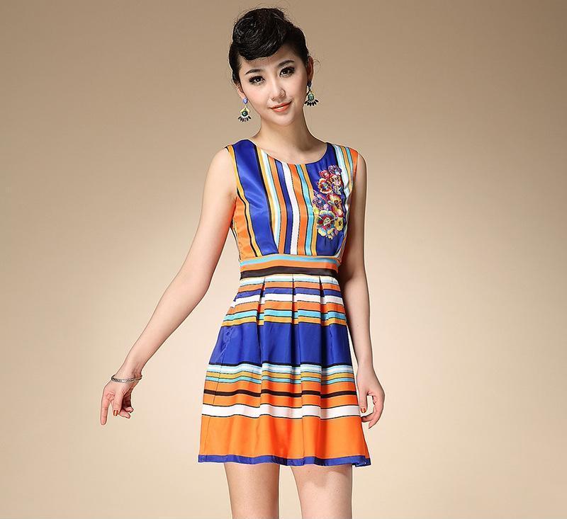 2014新款韩版时尚修身正品女装无肩袖连衣裙彩色连衣裙 厂家直销