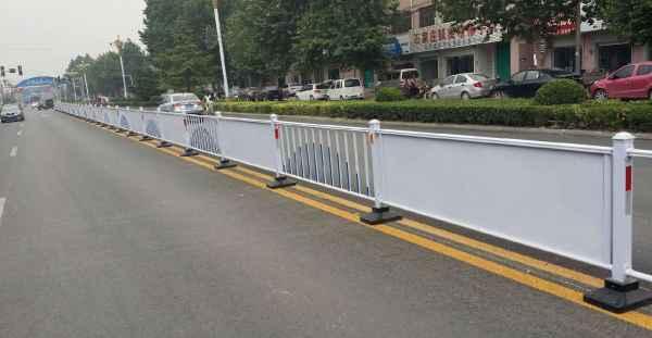 新一代道路安全隔离护栏