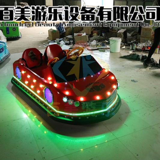 福建泉州广场儿童碰碰车坦克电动碰碰车豪华样式游乐好玩