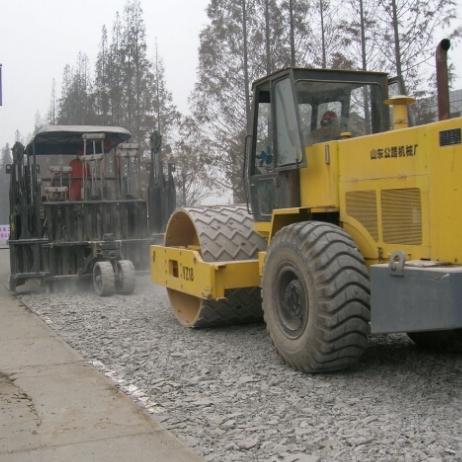 多锤头水泥路面破碎机厂家