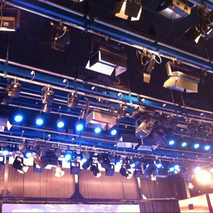 演播厅灯光光明影视FSG系列多功能复合水平吊杆演播厅灯光水平复合多功能吊杆多功能水平吊杆