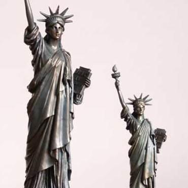 厂家定做-现代人物雕塑-人物雕塑销售-志彪