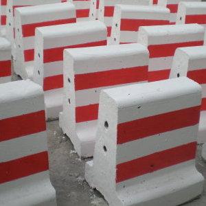 供应永宁防撞隔离墩 水泥隔离墩 塑料隔离墩批发
