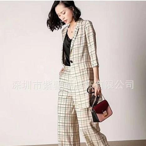 石井时尚国际服饰厂家直供一线高档女装折扣品牌走份火热销售